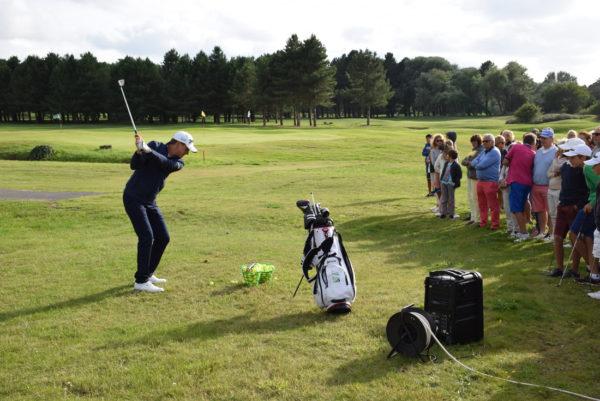 Démonstration et présentation du golf en journée entreprise